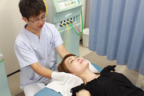 そよかぜ式背骨・頸椎矯正・骨盤矯正施術写真